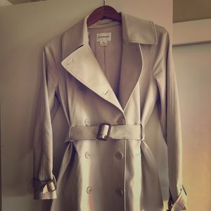 Club Monaco Trench Coat with Contrast Detail 🧥